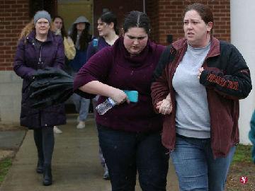 新媒:美国高中再发枪案致一死多伤 凸显校园安全问题