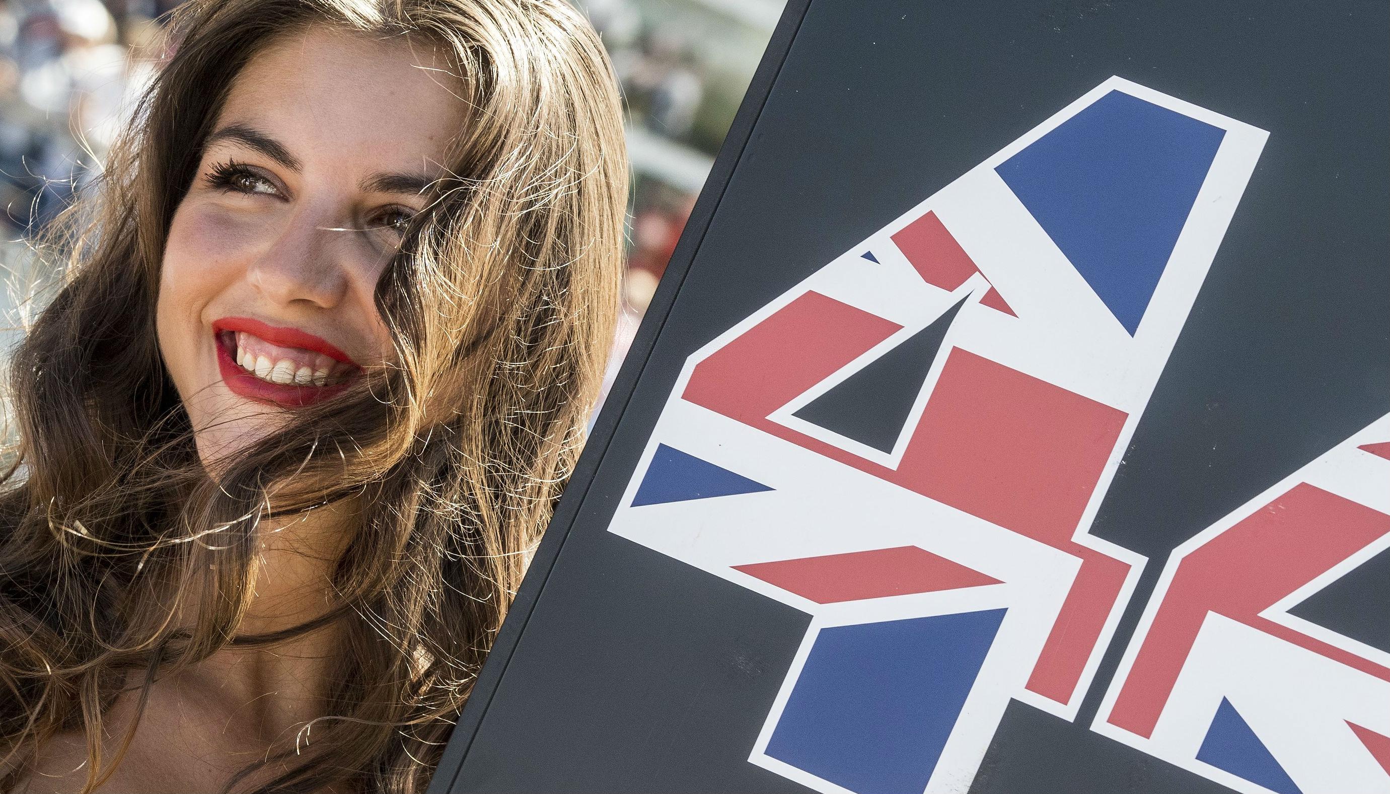 台媒关注F1新赛季:汉密尔顿力争第五冠 赛车女郎成历史