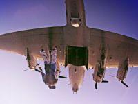 不投炸弹改投人!看B-17如何弹舱空降