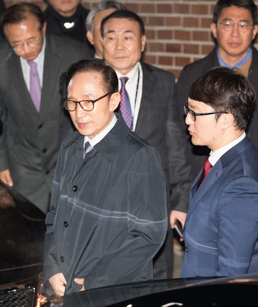韩国法院批捕前总统李明博