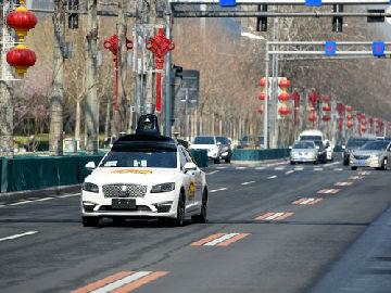 """港媒称中国自动驾驶技术研发优势大:美国基建""""落伍"""""""