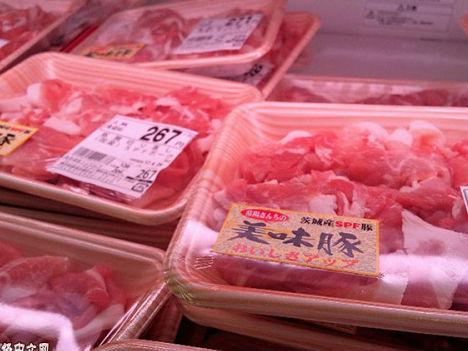 日媒称中美贸易摩擦影响国际大宗商品 猪肉、大豆价格下跌