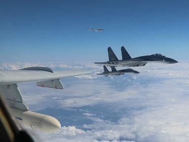境外媒体:解放军战机飞越巴士海峡演训