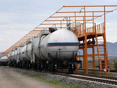 人民币计价原油期货上市 外媒:中国寻求更大原油定价权