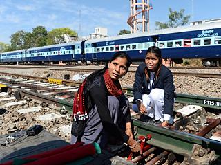 不做家庭主妇!印度这个火车站员工全为女性