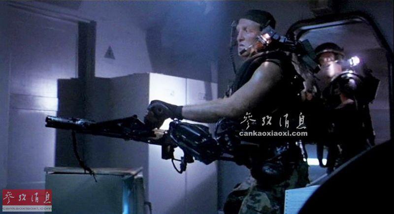 单手能提重武器开火!美为士兵配机械臂