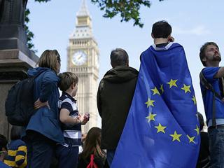 英国准备把这些孩子踢出去?