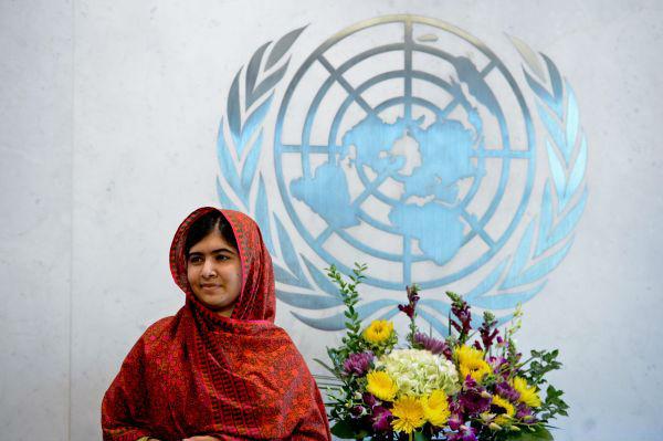 BBC:马拉拉离乡6年首返巴基斯坦 网友赞其国家英雄
