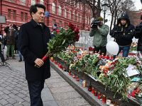 中国驻俄罗斯大使向商场火灾遇难者献花