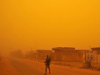 苏丹首都遭沙尘暴袭击