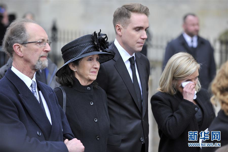 英国剑桥举行葬礼告别霍金