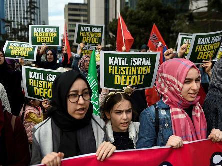16名示威者死于反以冲突 巴勒斯坦谴责以军过分使用武力