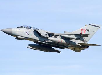 """服役40年!英国空军""""狂风""""攻击机将于2019年退役"""