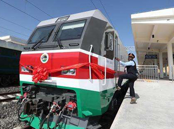 中国承建铁路造福东非:改变14年来只能靠卡车运输的历史