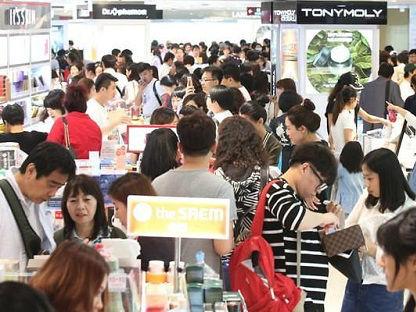 韩媒:2017年韩免税店业绩普遍低迷 乐天营业利润暴跌99%
