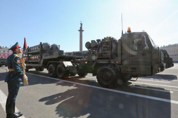 美媒:俄罗斯向中国交付首批S-400系统 可装备一个营