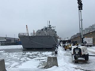 美国新锐战舰被冰困了3个月