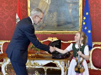 """奥地利总统访华带""""音乐大使"""" 将用莫扎特儿时小提琴演奏"""