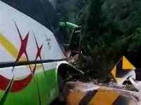 中国游客巴士在马来西亚发生车祸