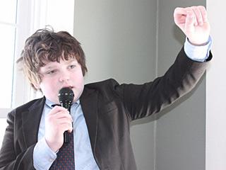 这个13岁少年想当美国州长