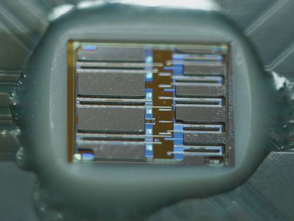 光电子芯片将于明年上市:速度更快 能耗更低