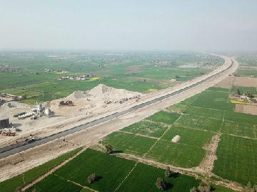 巴基斯坦总理:中巴经济走廊建设正加速推进