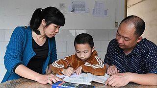 教师夫妇带着儿子跨省支教