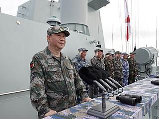 习近平出席南海海域海上阅兵