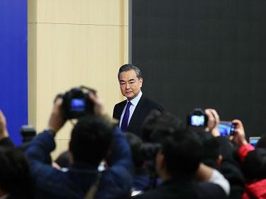 王毅将访日为中日韩首脑会铺路 港媒:中日两国关系转暖
