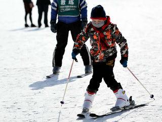 """法媒:中国滑雪热潮涌上青藏高原 获得""""井喷式发展"""""""