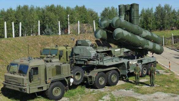 图为俄罗斯S-400防空导弹系统