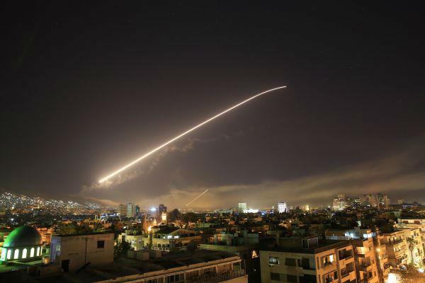 1 4月14日拍摄的遭受袭击的叙利亚首都大马士革。(新华社 美联社)