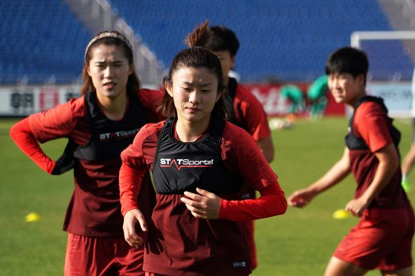 4月4日,中国队球员在训练中。