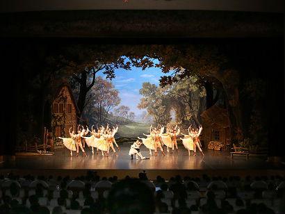 朝鲜高规格接待中国艺术团 外媒:中朝再次展示传统友谊
