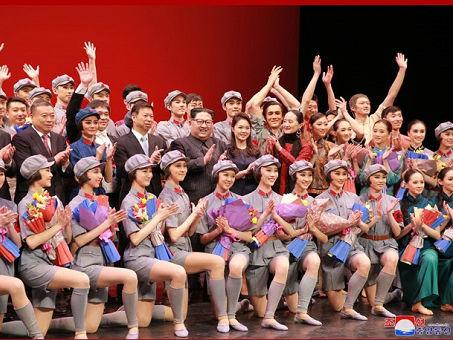 朝媒:金正恩观看中国艺术团芭蕾舞剧《红色娘子军》