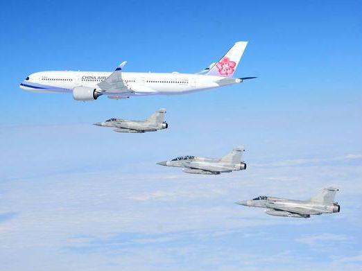 台媒:解放军台海演习在即 蔡英文前往非洲小国战机伴飞