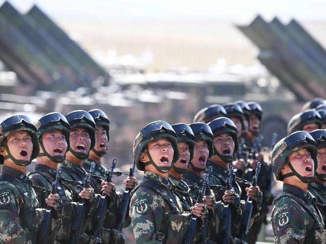 外媒关注中国火箭军新型中远程弹道导弹加入战斗序列