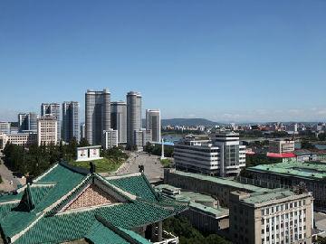 日本记者平壤街头见闻:市民生活如常 关注中国艺术团活动