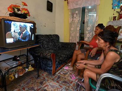 外媒:卡内尔接棒劳尔担任古巴主席