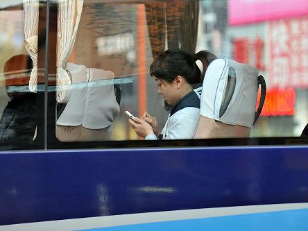 """美媒:中国人看手机电脑时间超过看电视 数字视频成""""推手"""""""