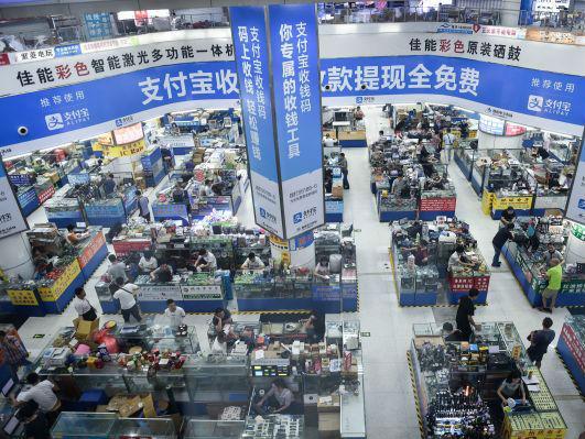 """外媒称中国绝非""""电子垃圾桶"""":循环使用电子产品更环保"""