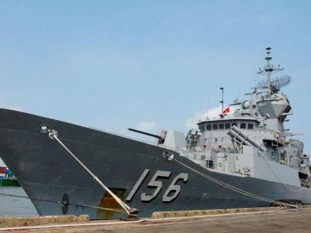 """澳军舰南海遭中国海军""""拦截""""?中方:操作合法合规"""