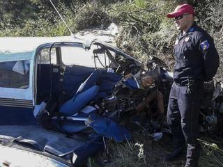 希腊一架飞机坠毁两人死亡