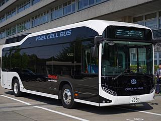 丰田展示氢燃料电池大巴车