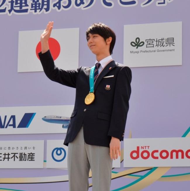 奥运冠军羽生结弦举行仙台巡游 10万人到场祝贺