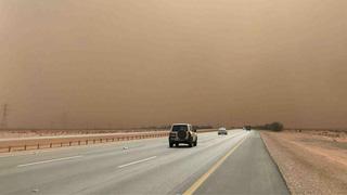 沙特多地遭沙尘暴袭击