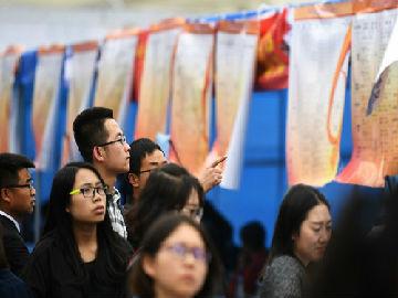 """英媒:又到毕业季,又有一批中国女性将面临""""就业歧视""""?"""
