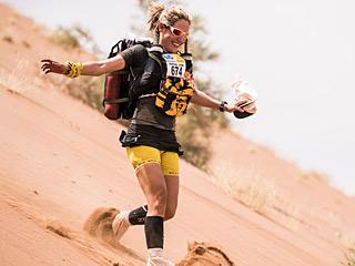 地表最艰难徒步跑撒哈拉沙漠马拉松了解一下:9天不换衣服 跑完瘦12斤