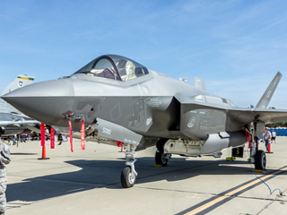 难得机会!中国军迷拍美F-35战机
