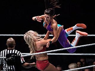 粉丝:凭啥沙特没有女摔角手